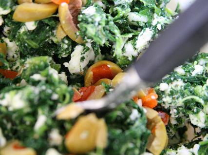 Blandning av spenat, oliver, fetaost. vfmode-873.jpg