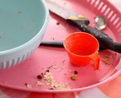 Stök i kök när pajen ska bakas. smulpaj-044.JPG