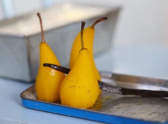 Gula saffranspäron med vaniljstång.