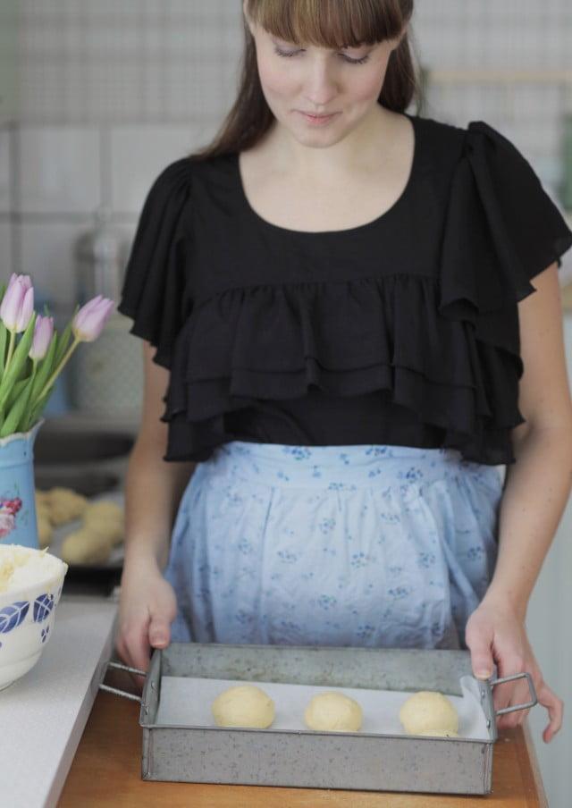 Vaniljbullar bakas i lantliga köket.