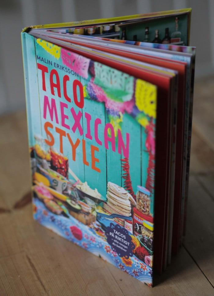 Kokboken Taco Mexican Style i glada färger.