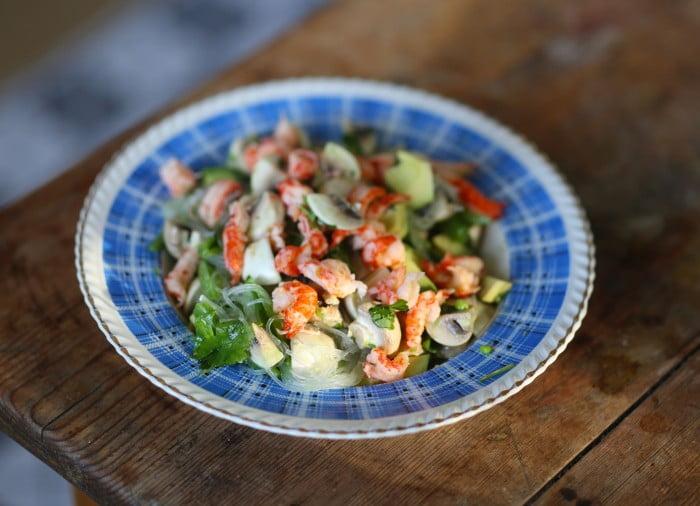 Salta kräftstjärtar smakar gott till koriander och avokado.