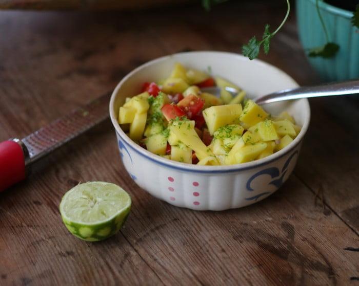 Gul mango får smak av syrlig lime.