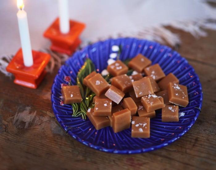 När Underbara Clara bjuder på julgodis blir det gärna smörkola med halvssalt.