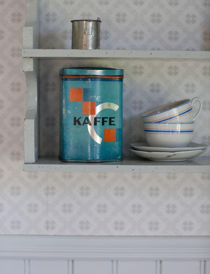 plåtburk kaffe loppisfyndad bakelitmått taper josefina boråstapeter