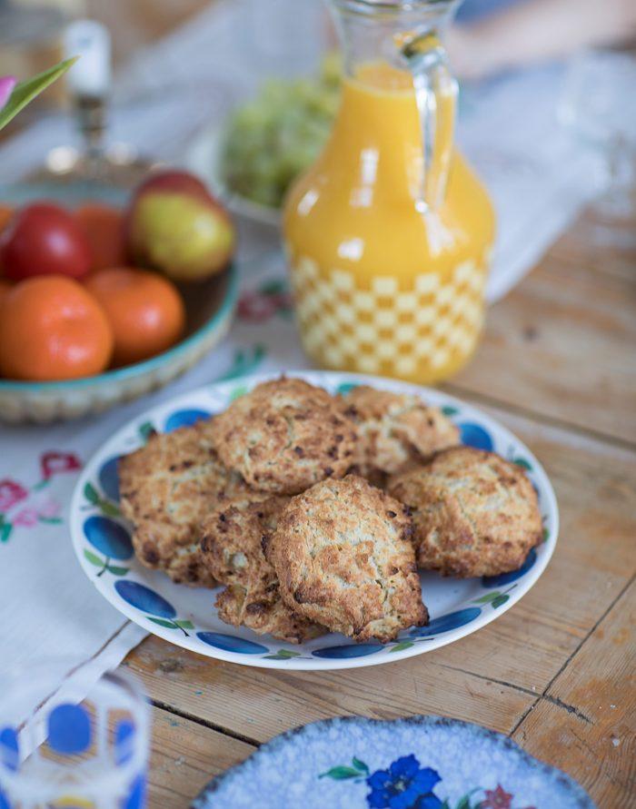 scones frukost helgfrukost juice fruktfat karaff