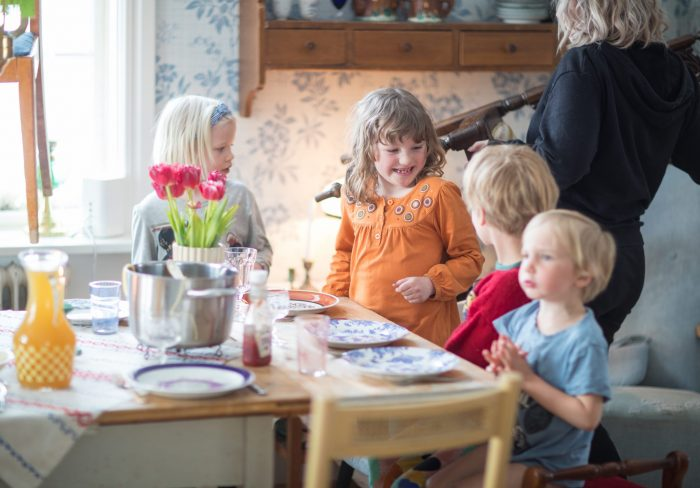 Några saker vi gör gemensamt  Varje tisdag har vi matlag – det har jag  skrivit om förut. Det här är favoritdagen på hela veckan för både barn och  vuxna. b708edf3ef404