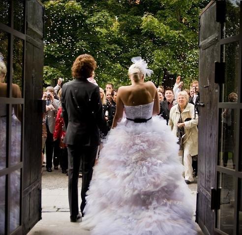 dea6ede4af71 Bröllop i dagarna tre. Just idag är det tio år sedan jag och Jakob gifte  oss i Backenkyrkan i Umeå. Vi var så små då, jag kan inte förstå att det  bara ...