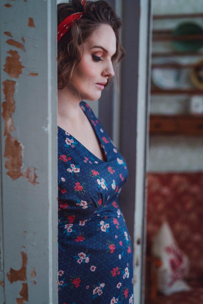 Jag är helt kär i våra nya klänningar från Miss Clarity som kommer på  fredag. Tycker att det är rätt så otroligt att de kan passa både på en  höggravid kropp ... 695328af68f7c